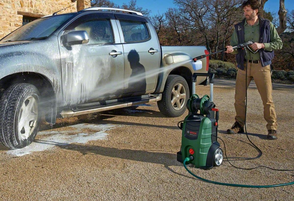 Hidrolimpiadora para limpiar un coche