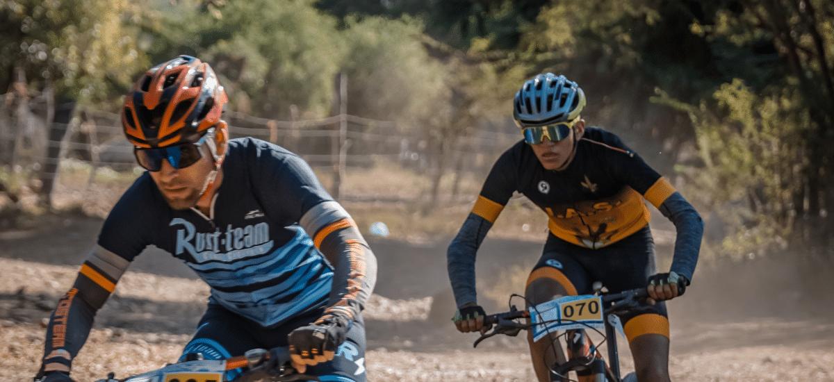 Ciclistas con gafas